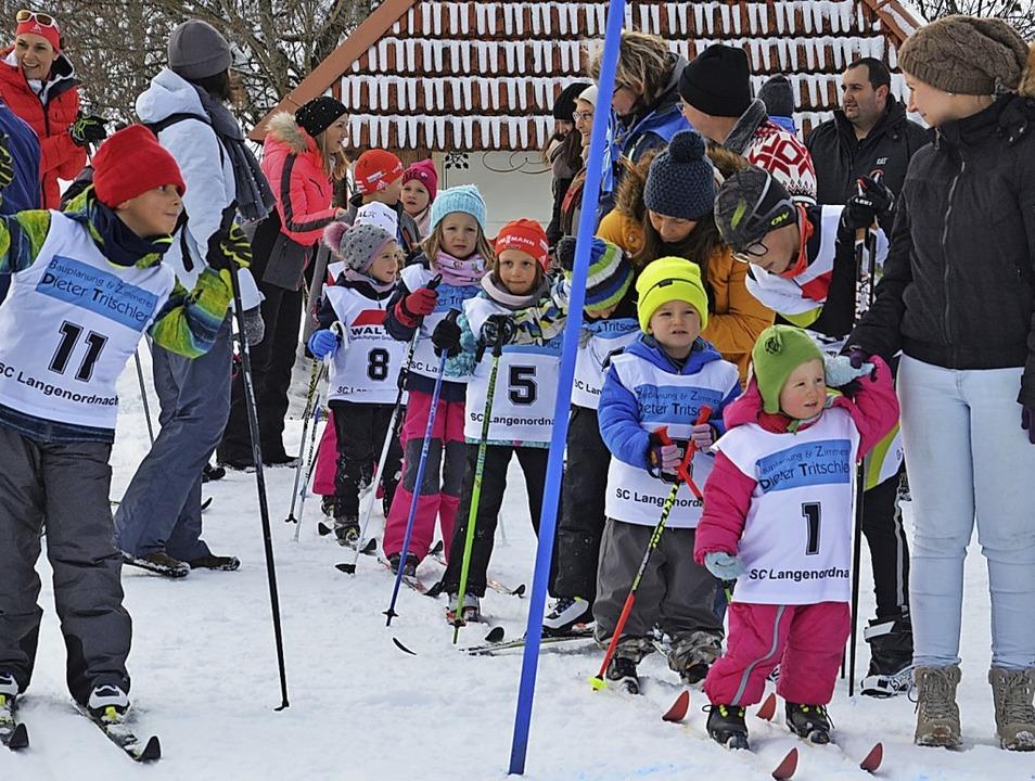 Der Langlaufnachwuchs des SC Langenord...heißt: Drei, zwei, eines –  los!  | Foto: Markus Straub