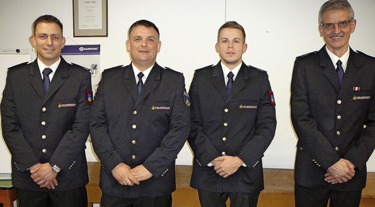 Kommandant Alexander Rabus (rechts) gr...ste, neuer Rechner wurde Daniel Moser.    Foto: Mück