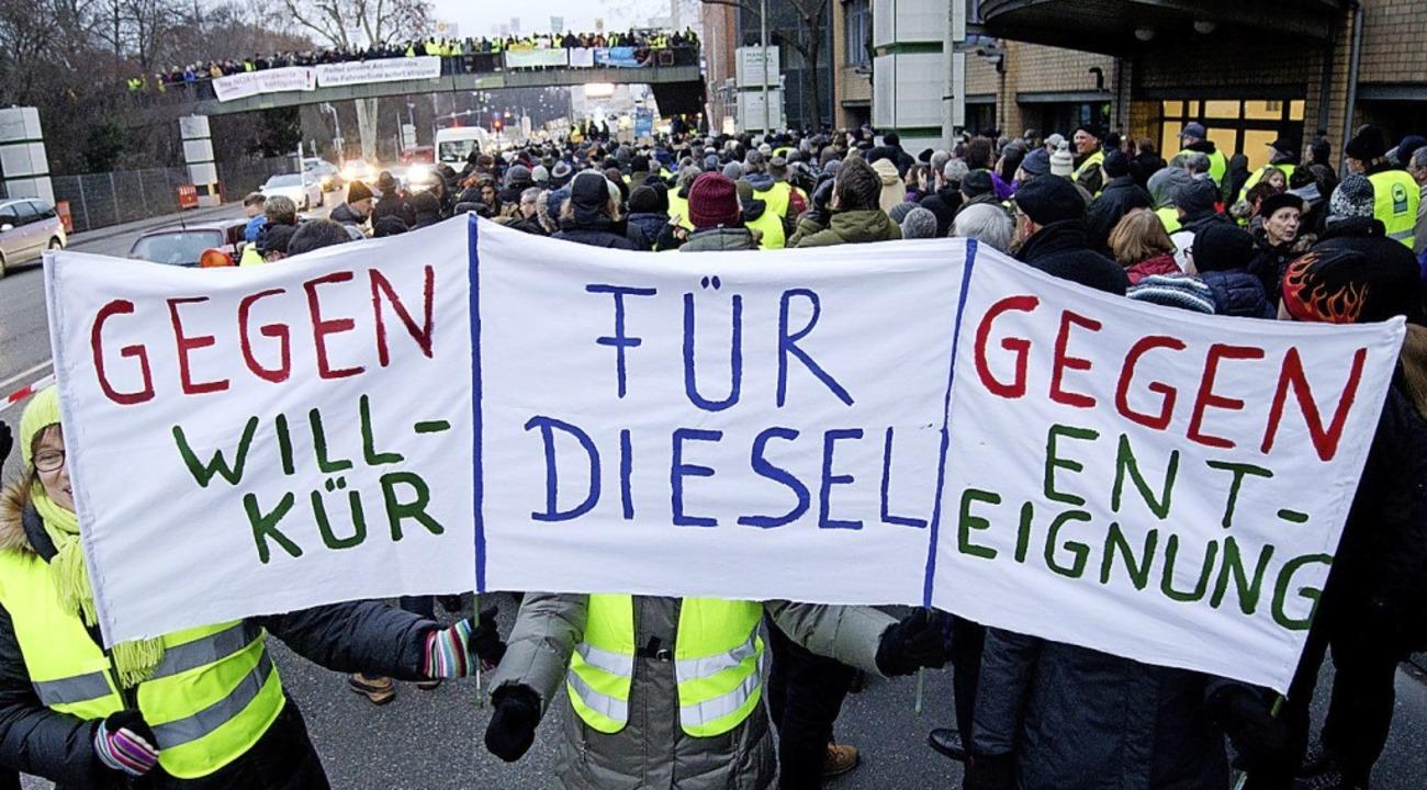 Demonstration gegen das Fahrverbot für Dieselautos in Stuttgart   | Foto: dpa
