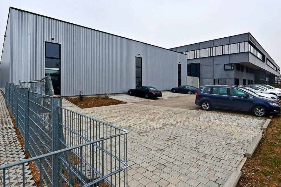 Von außen eher unscheinbar, drinnen di...e Logistikzentrum von Trumpf-Hüttinger  | Foto: michael bamberger