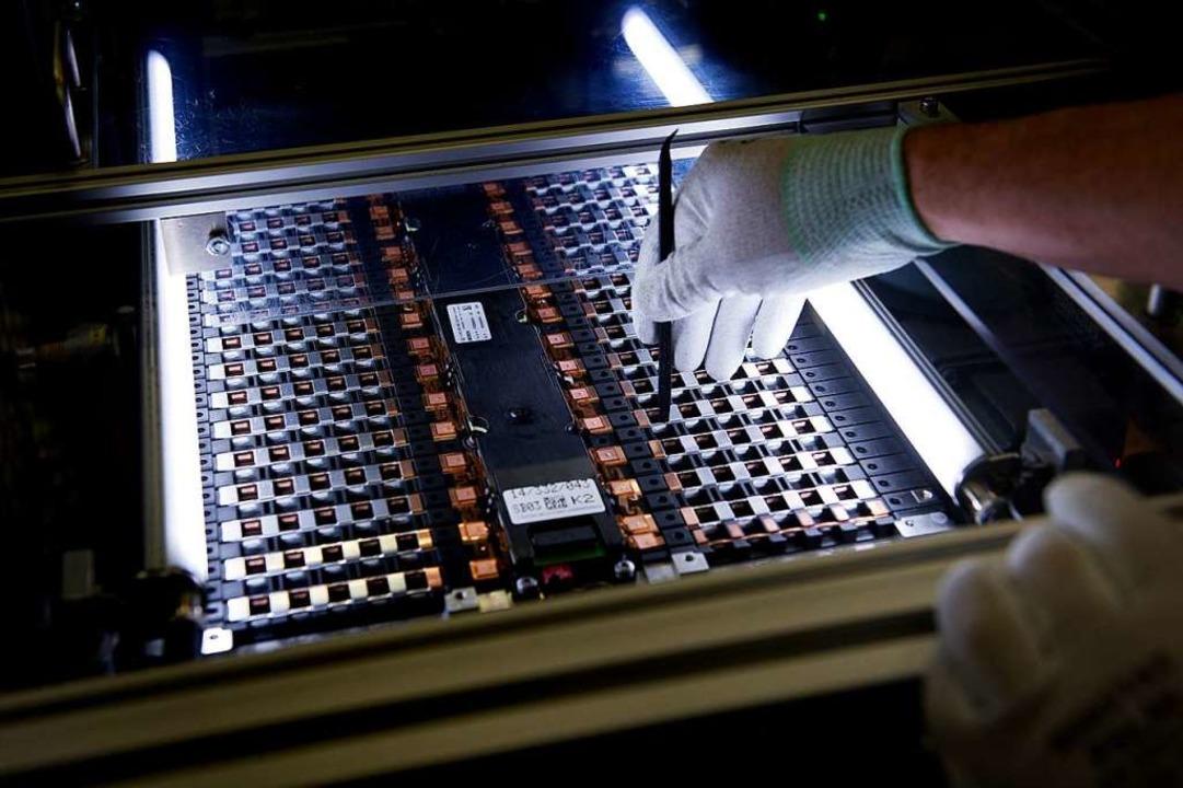 Daimler will in Polen High-Tech-Batterien für Autos herstellen.  | Foto: dpa