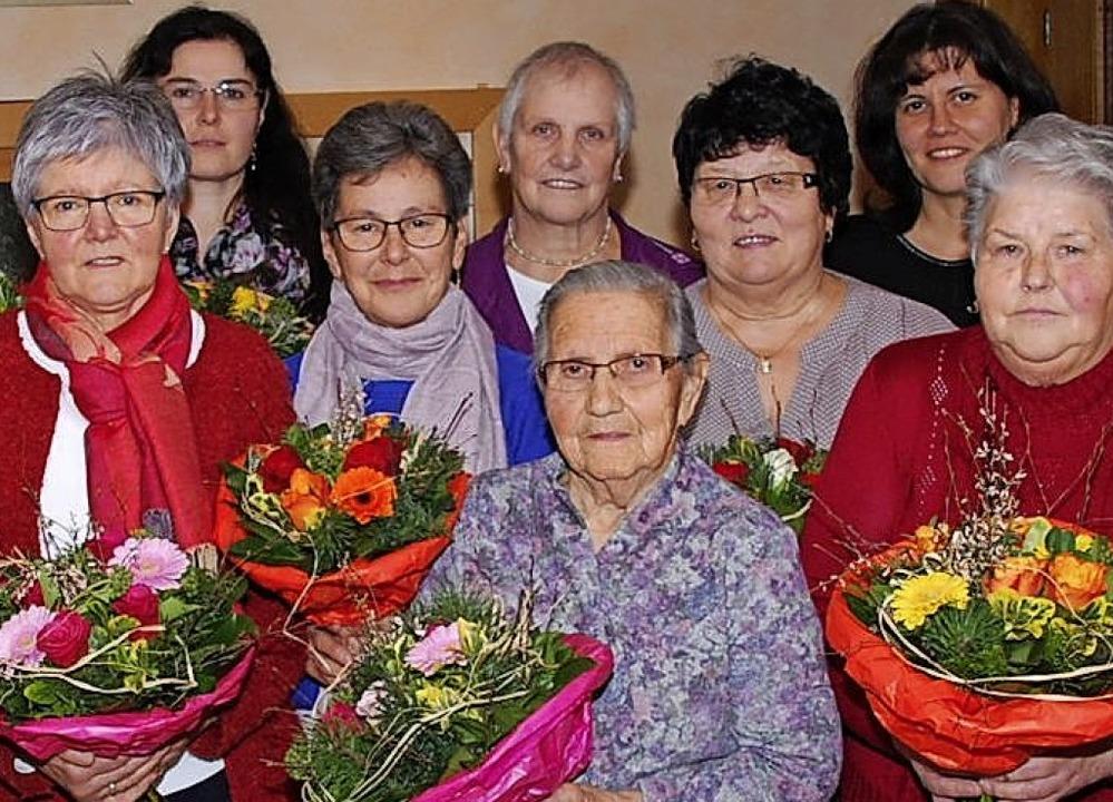 Ehrungen beim Katholiscchen Frauenbund...hnle 3ß Jahre und Emma Zehnle 40 Jahre  | Foto: Walter Schmidt