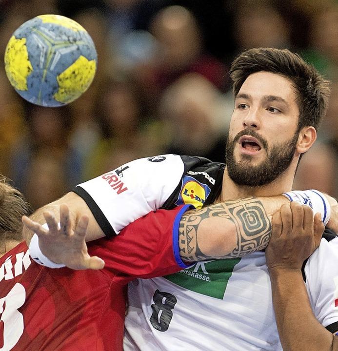 Er rückt für den verletzten Spielmacher Martin Strobel  nach: Tim Suton     Foto: dpa