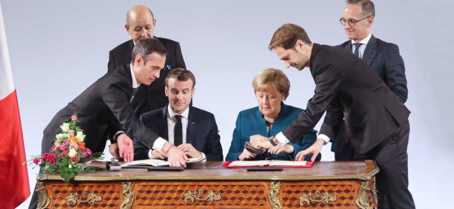 Geschafft! Der Freundschaftsvertrag is...rieben, jetzt kann die Tinte trocknen.  | Foto: AFP/privat
