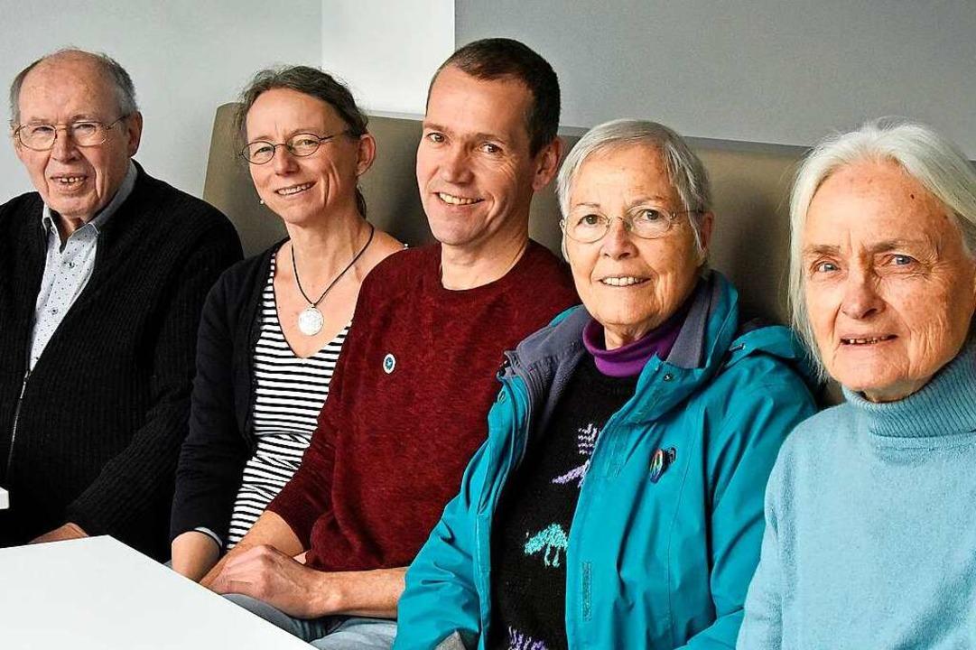 Fünf  Weltbürger und -bürgerinnen: Kla...a Pfefferle, Erla Büchler (von links).  | Foto: Michael Bamberger