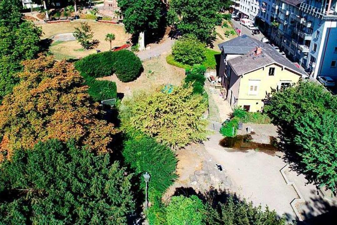 Das Wohnhaus an der Rosastraße (rechts...r zentrale Platz der Drogenabhängigen.  | Foto: Stadt Freiburg