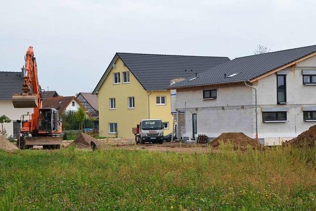 Diskussion um Bauplatzvergabe – Bürgermeister Schmid widerspricht Ratsbeschluss