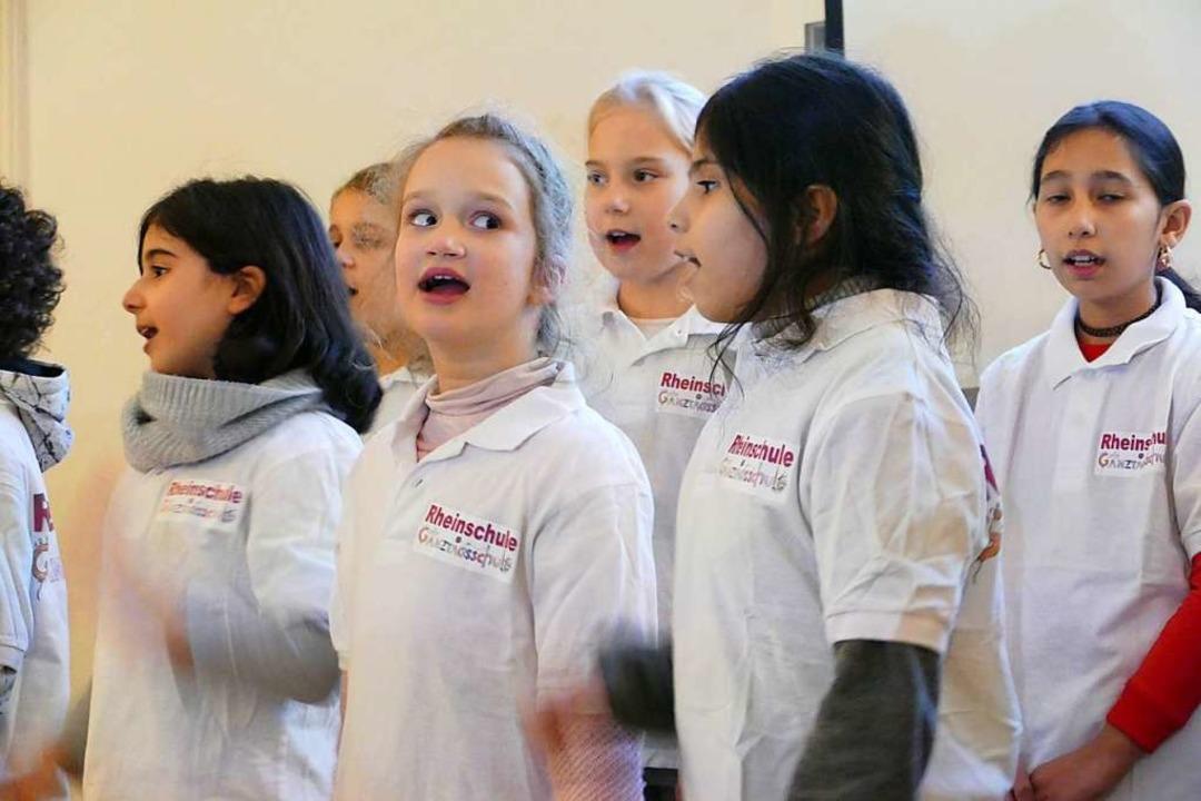 Auch der Chor der Rheinschule trug mit...eujahrsapero des Stadtteilvereins bei.  | Foto: Yvonne Siemann