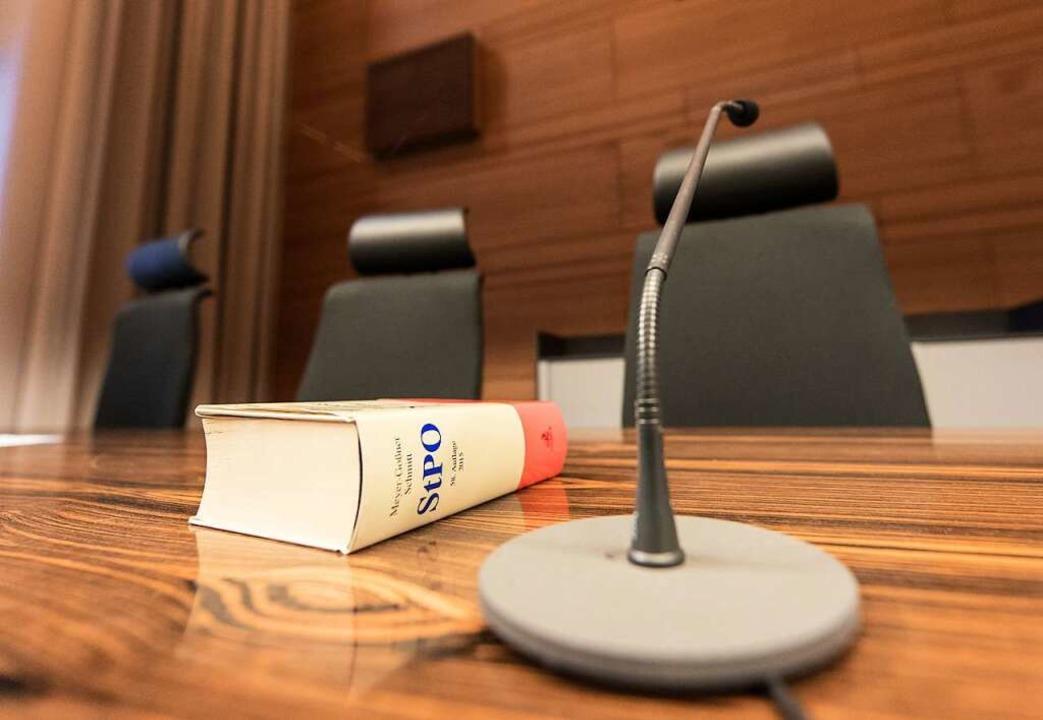 Vor dem Freiburger Landgericht hat der...e Täter gegen seinen Freund ausgesagt.  | Foto: dpa
