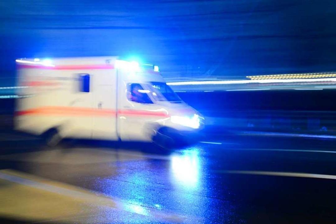 Der Rettungswagen wollte am Freitag üb... Sprinter hinderte ihn mehrmals daran.  | Foto: dpa
