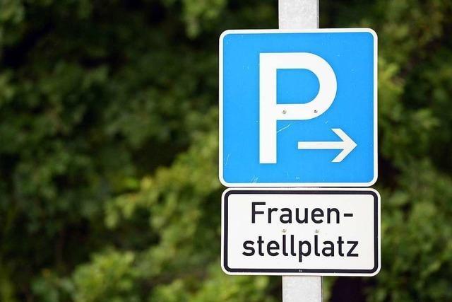 Offiziell aussehende Schilder für Frauenparkplätze unzulässig
