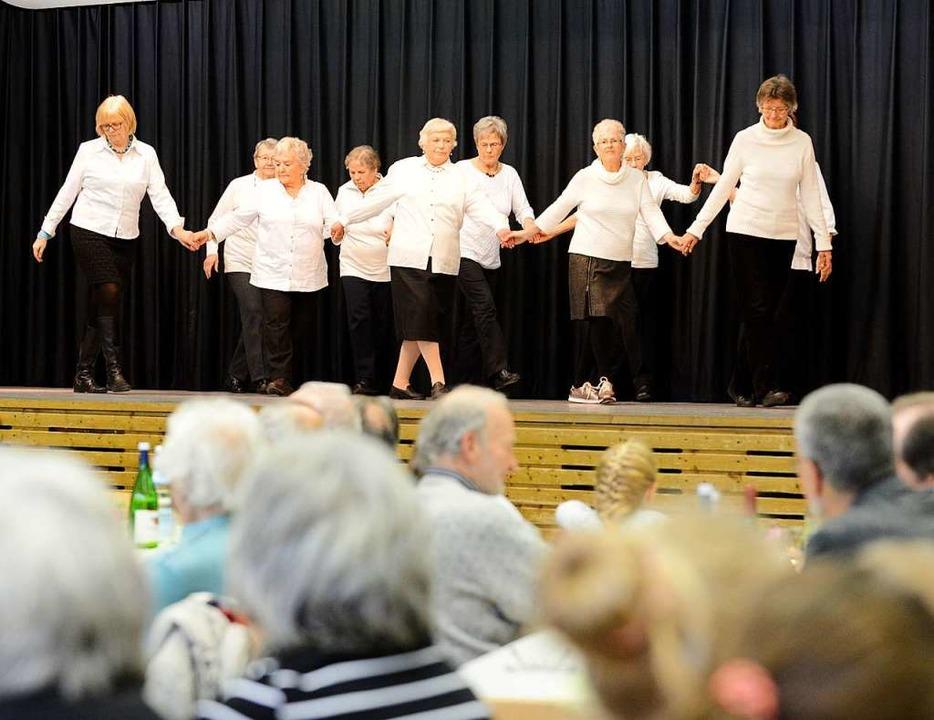 Volkstanz beim Seniorennachmittag in Waltershofen (2017)  | Foto:  eggstein