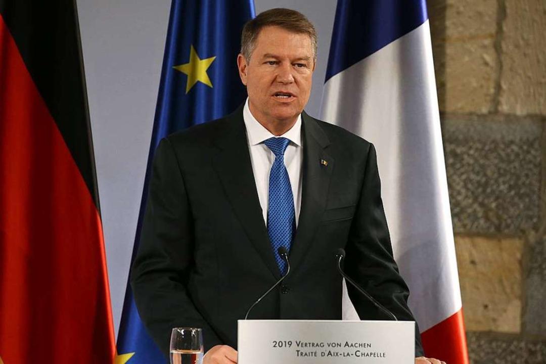 Rumänien – im Bild Präsident Kla...el, findet BZ-Gastautor Winfried Veit.    Foto: dpa