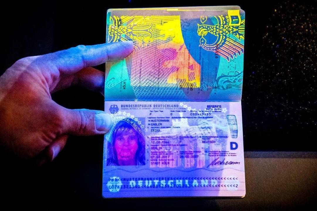 Staatsbürgerschaften kann man – ...n EU-Ländern auch kaufen. (Symbolbild)  | Foto: dpa
