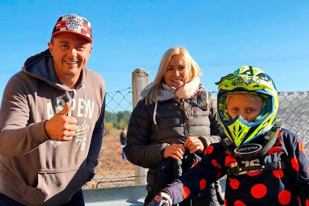 Seine Eltern Sven und Nadine Vökt  unterstützen ihn bei seinen Rennen.  | Foto: Vökt