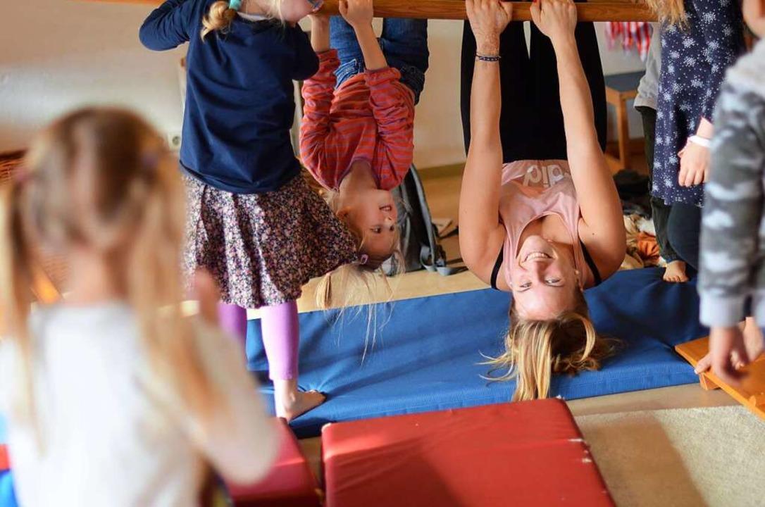 Erzieherin Lisa Benzus im Kinderhaus a...as Kita-Konzept und ihr Arbeitsumfeld.  | Foto: Kathrin Blum
