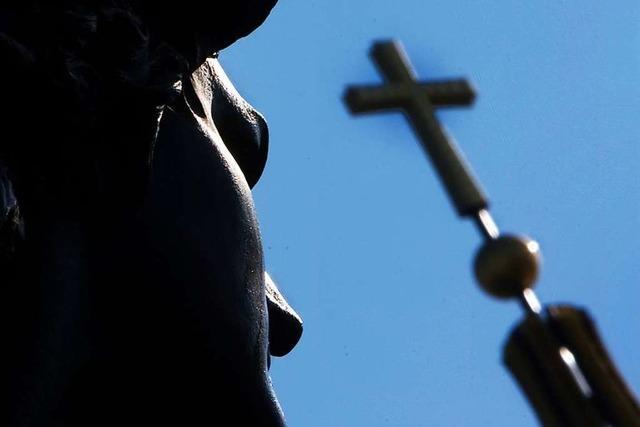 Umstrittener Pfarrer in Riehen – Basler Bischof rechtfertigt sein Vorgehen