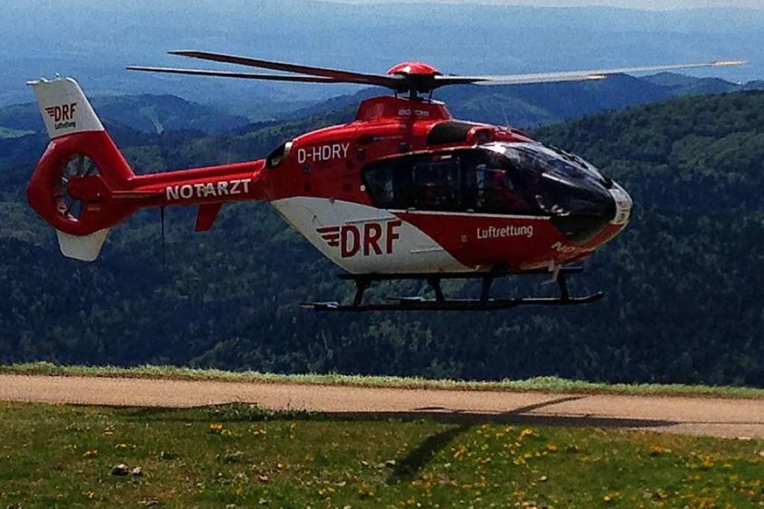 Nach dem schweren Verkehrsunfall am Mi...werverletzten ins Krankenhaus fliegen.  | Foto: Bergwacht Schwarzwald