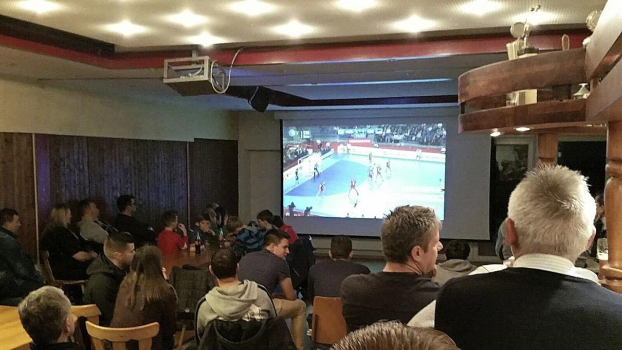 Public Viewing:  In manchen Hallen ode...in Polen  im Vereinsheim des TV Sulz.   | Foto:  Vera Doering