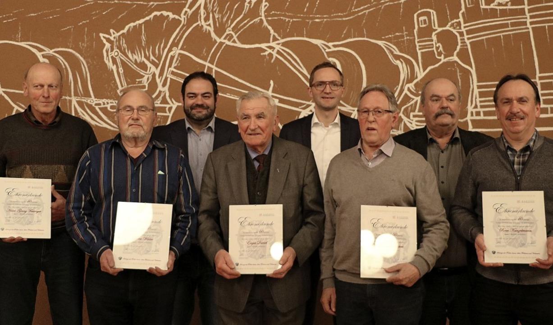 Im Rahmen der Jahreshauptversammlung d...links) langjährige Mitglieder geehrt.     Foto: Claudia Müller