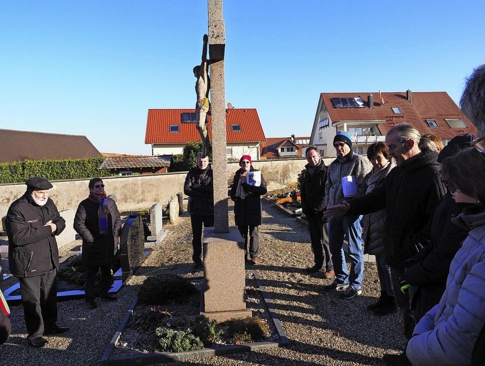 Das Kreuz in der Friedhofsmitte belass...? Hier gab es viel Diskussionsbedarf.   | Foto: Jutta Geiger