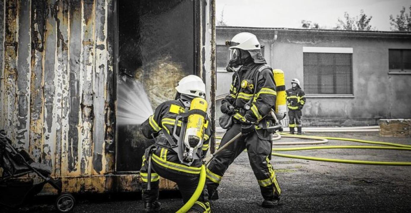 Juli: Übung im Feuerwehr-Ausbildungszentrum (FAZ) in Eschbach  | Foto: Felix Walter (fw-imaging.de)
