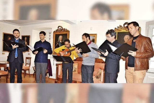 Internationales Klasse-Ensemble auf Museumsbesuch