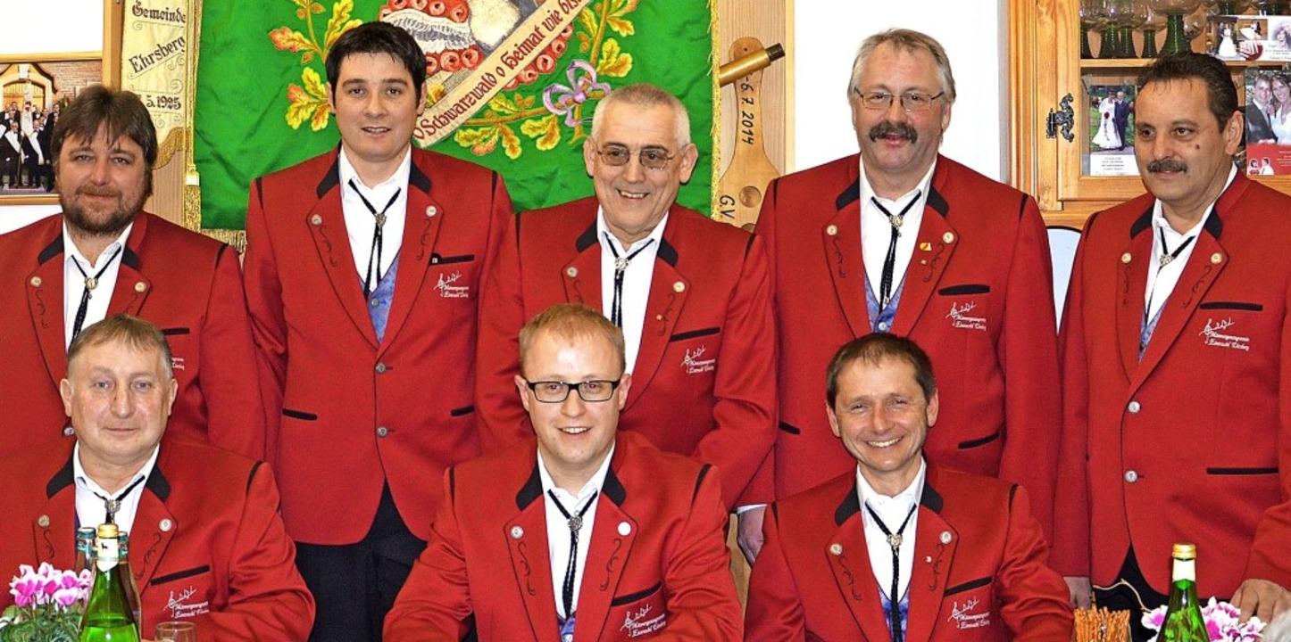 Die gewählten Vorstandschaftsmitgliede...er) und Jürgen Baier (Schriftführer).     Foto:  Karl-Heinz Rümmele