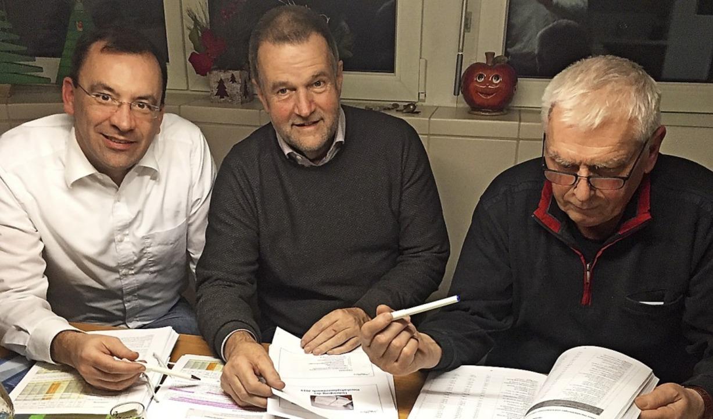 Den Haushalt 2019 studiert haben Matth..., Markus Messmer und Gerhard Philipp.   | Foto: CDU