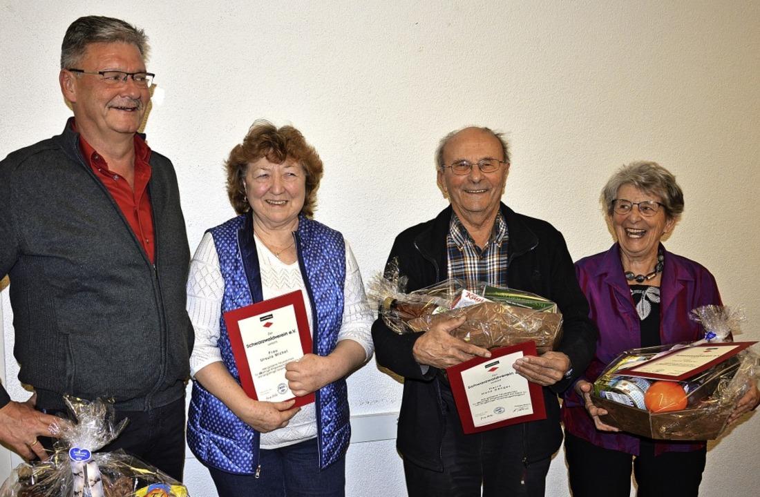 Ehrungen beim Schwarzwaldverein: Vorsi...0 Jahre) und Doris Kessler (50 Jahre).  | Foto: Georg Diehl