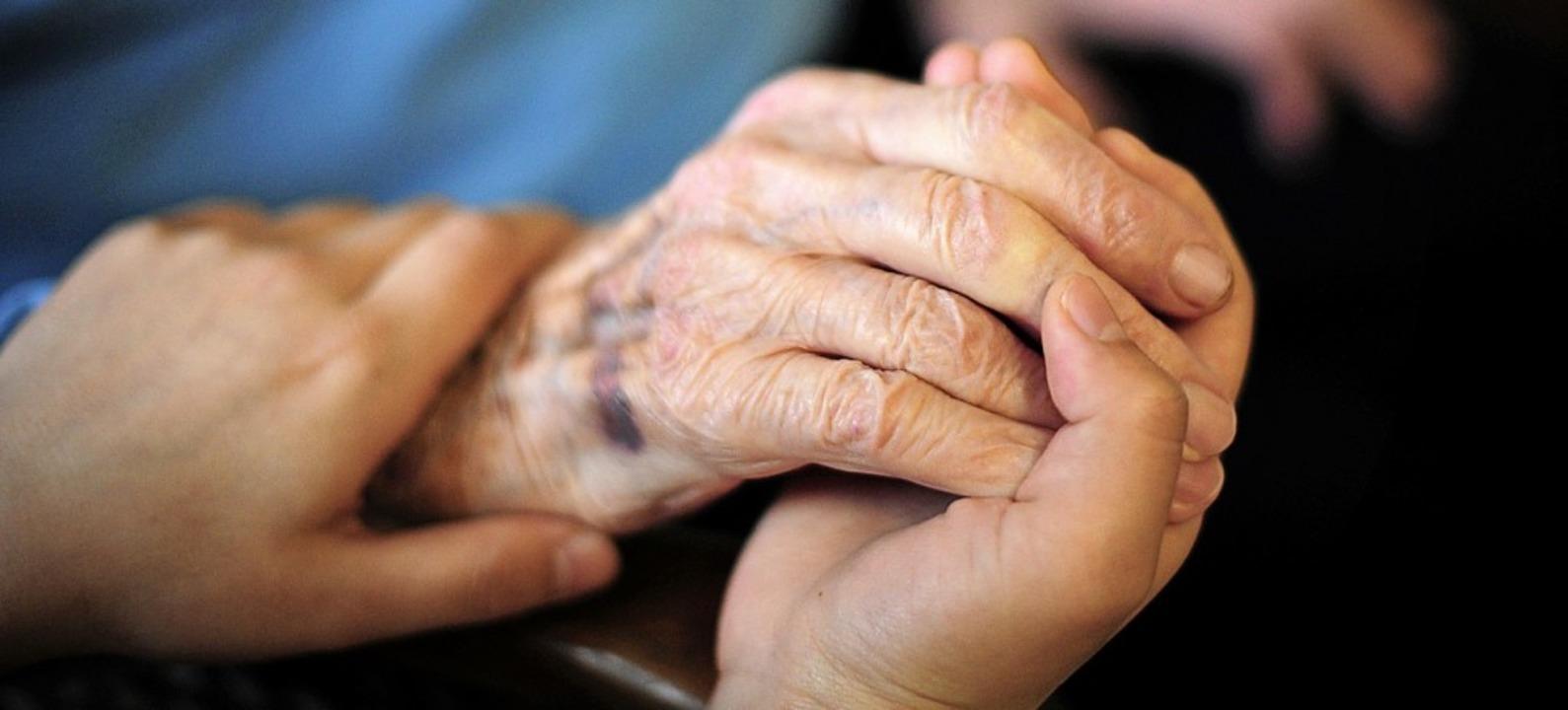 """Der Verein """"Miteinander-Füreinan...t sich vor allem für ältere Menschen.     Foto: Symbolbild: Daniel Reinhardt (dpa)"""