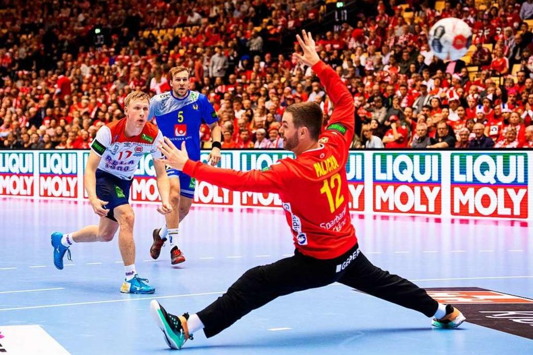 Enorm treffsicher: Der Norweger Magnus...st die große Stütze seiner Mannschaft.  | Foto: dpa