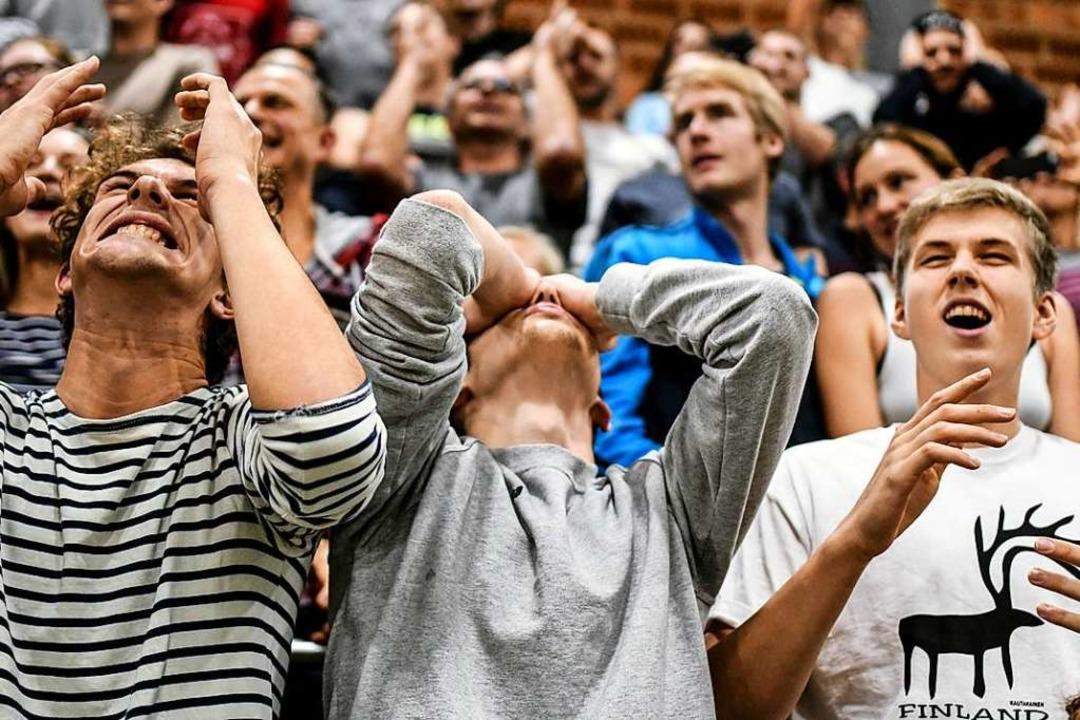 Emotionen auf der Tribüne. Die Volleyb...en in den vergangenen Heimspielen mit.  | Foto: Patrick Seeger