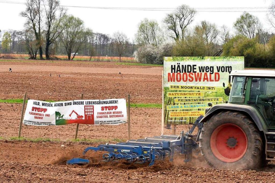 Schilder der Bürgerinitiative Pro Landwirtschaft und Wald im Dietenbach.  | Foto: Thomas Kunz