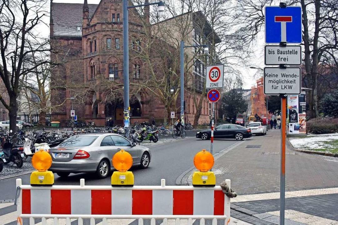In der Rempartstraße ist derzeit kein ... die Schilder beeindrucken nicht alle.  | Foto: Michael Bamberger