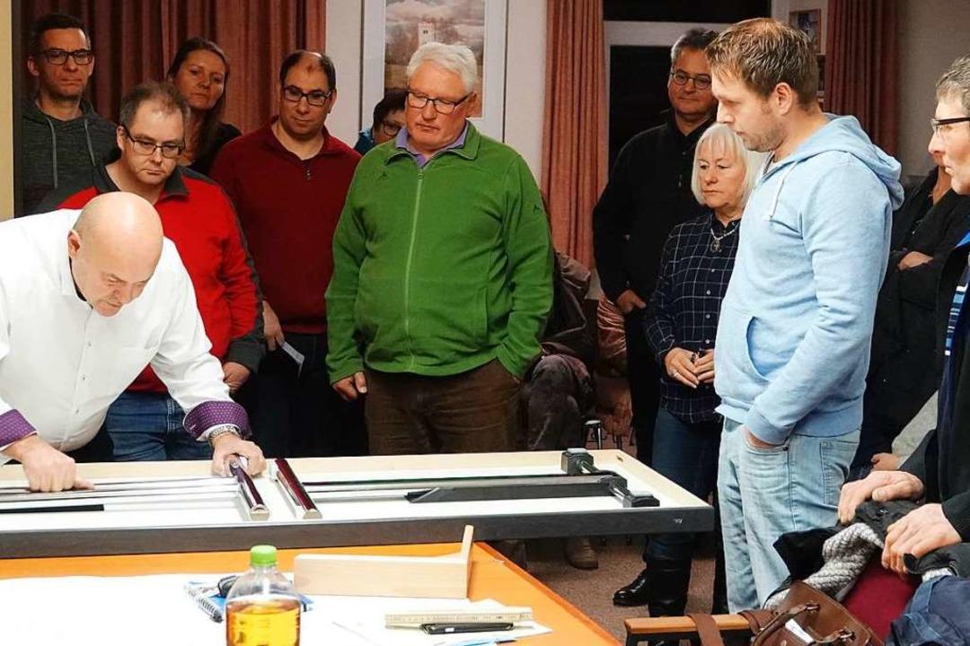 Die neuen Tische müssen praktisch und leicht transportierbar sein.    Foto: Hans-Jürgen Hege