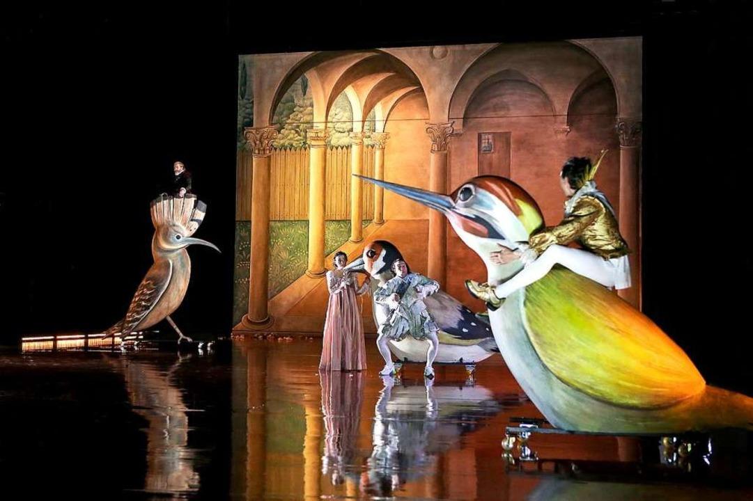 Die rollenden Riesenvögel nach Hierony...omäusnacht sind im Malsaal entstanden.  | Foto: Birgit Hupfeld, Theater Freiburg