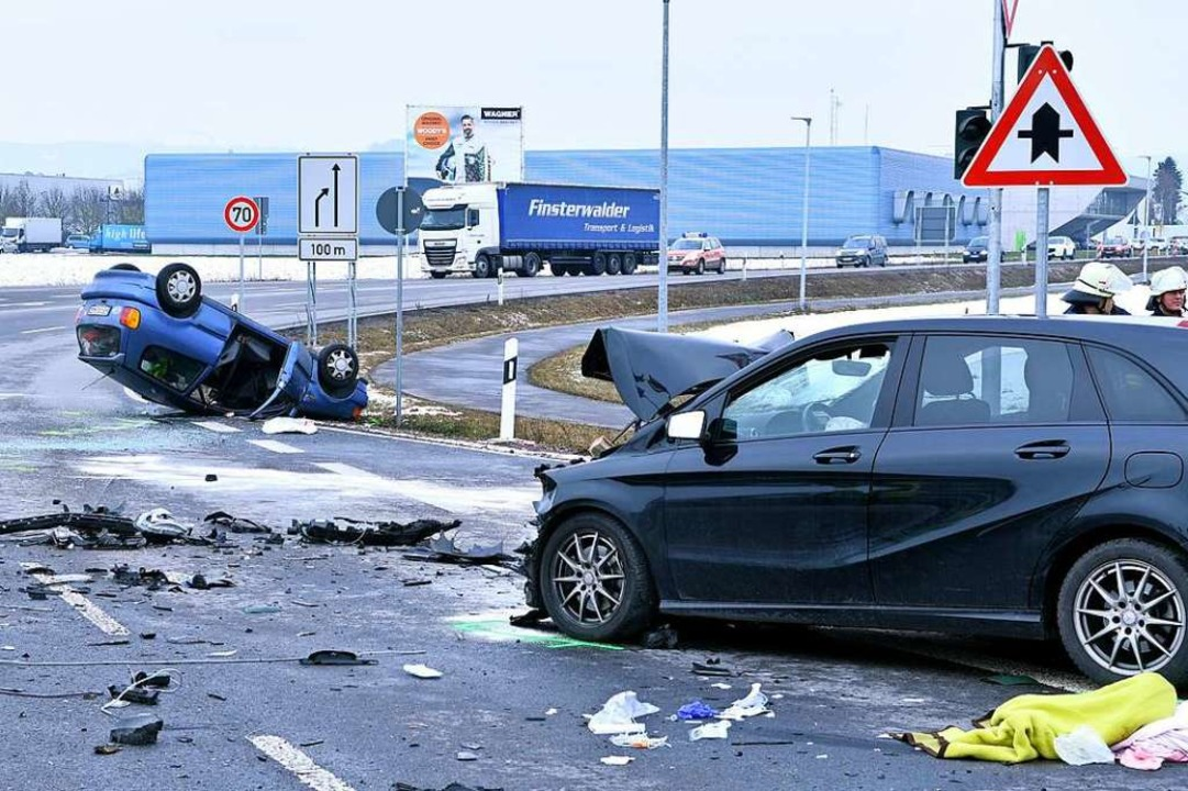 Zwei Autos waren an dem Unfall beteiligt.  | Foto: Wolfgang Künstle