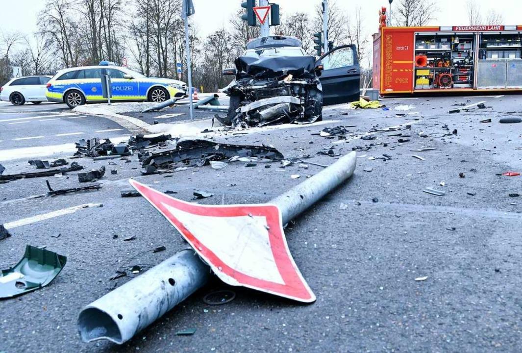 Auch Ampeln, Masten  und Schilder wurden in Mitleidenschaft gezogen.  | Foto: Wolfgang Künstle