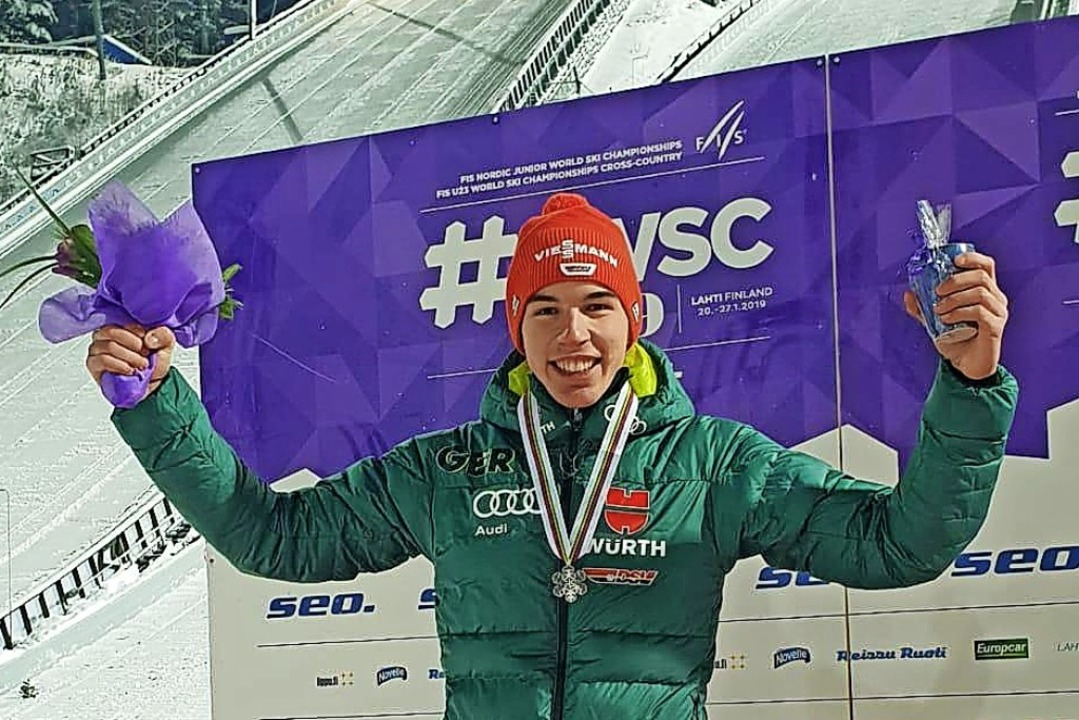 Gestatten, Vizeweltmeister: Skispringe...der Junioren-Weltmeisterschaft holen.   | Foto: jwm