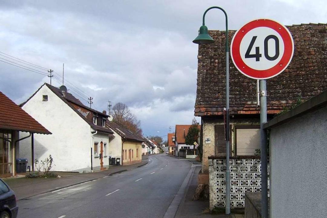 Ein Schritt zu mehr Verkehrsberuhigung...gilt in den Ortsdurchfahrten Tempo 40.    Foto: Susanne Müller
