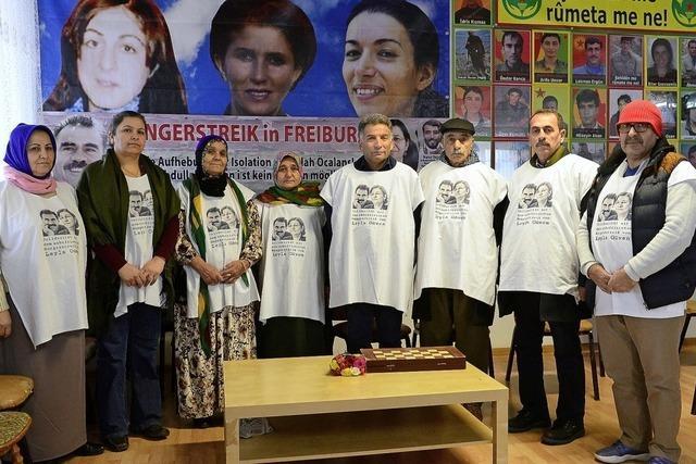 Solidarisches Zeichen von Kurdinnen und Kurden
