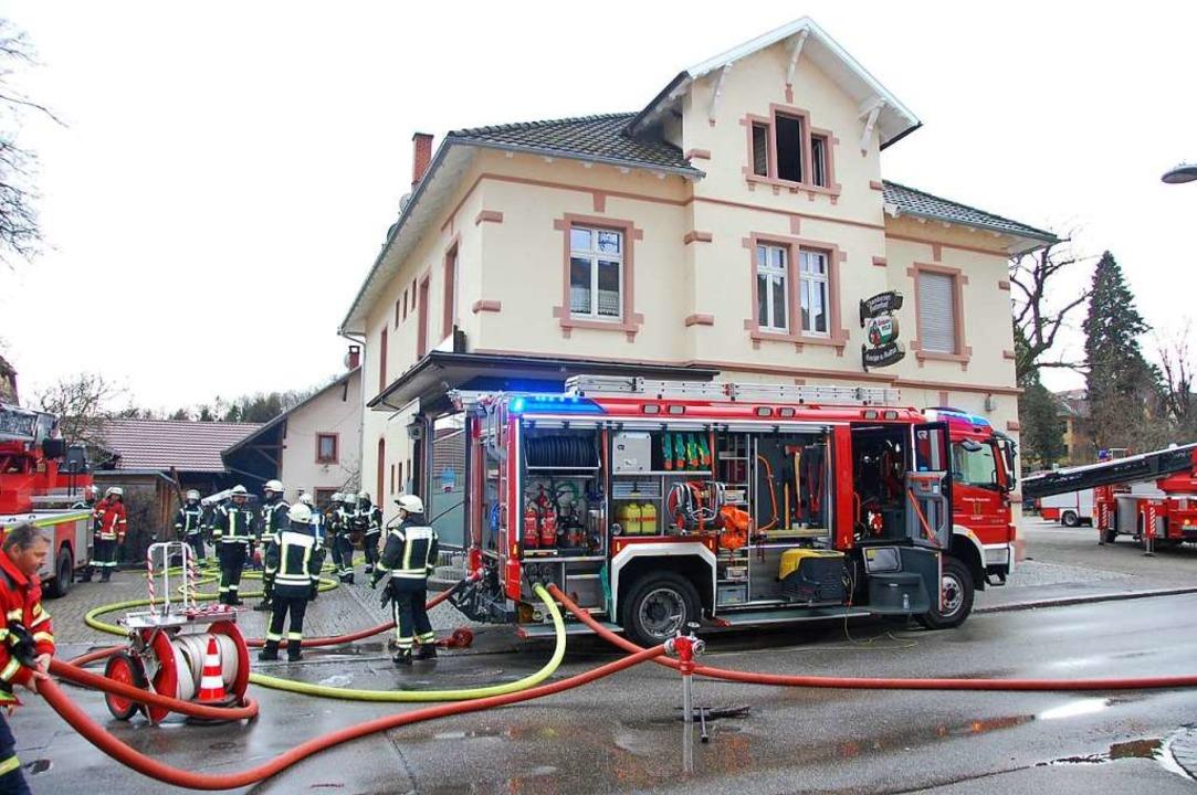 Insgesamt 50 Feuerwehrleute waren beim Brand am 19. Januar 2018 im Einsatz.  | Foto: Herbert Frey