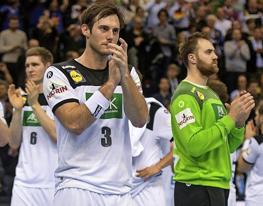 Nach dem 25:31 gegen Norwegen verabsch...ler in Hamburg von den eigenen Fans.    | Foto:  DPA