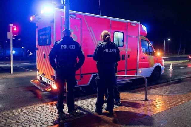 Rettungssanitäter im Einsatz bestohlen – Polizei sucht Zeugen