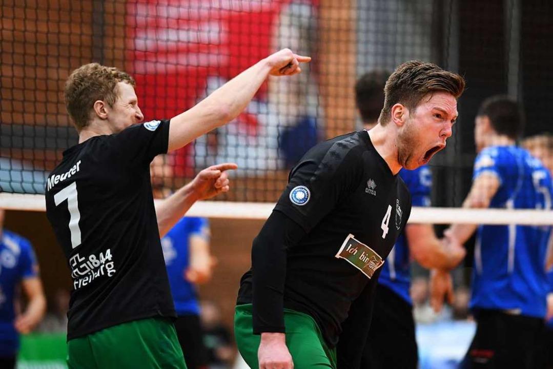 Enthusiastisch feiern Max Meuter (link...en Freiburger Punktgewinn gegen Mainz.  | Foto: Patrick Seeger