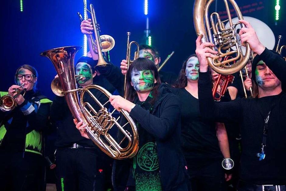 Die Mega-Geburtstagsparty der Bonndorfer Guggenmusik - gigantisch die musikalischen Ständchen der Gratulanten. (Foto: Wolfgang Scheu)