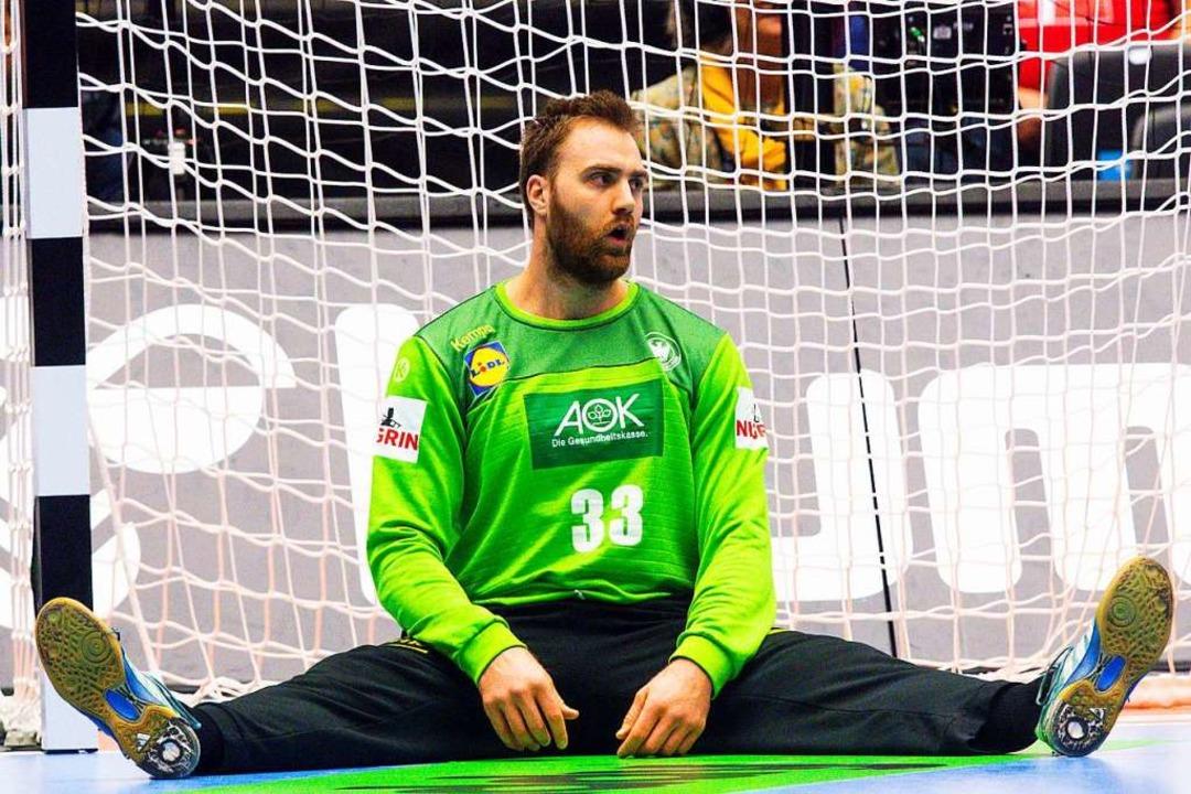 Deutschlands Torwart Andreas Wolff sit...nem Gegentor enttäuscht auf dem Boden.  | Foto: dpa