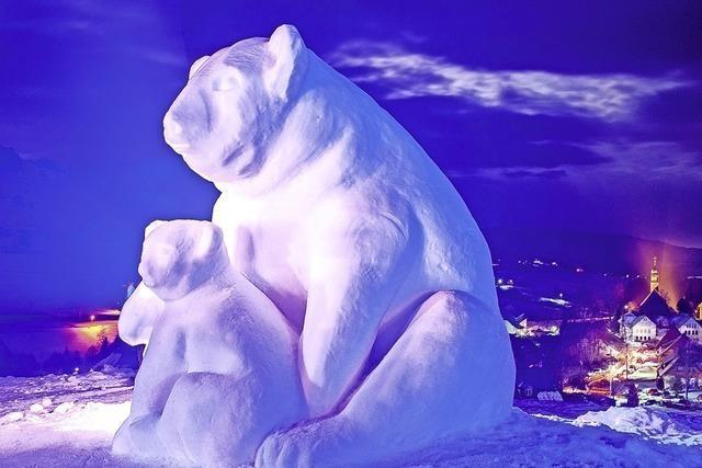 Zudem Ski-Show mit Fackelabfahrtslauf, Feuerwerk, Guggenmusik, Alphornblasen, Historisches Skifahren in Bernau