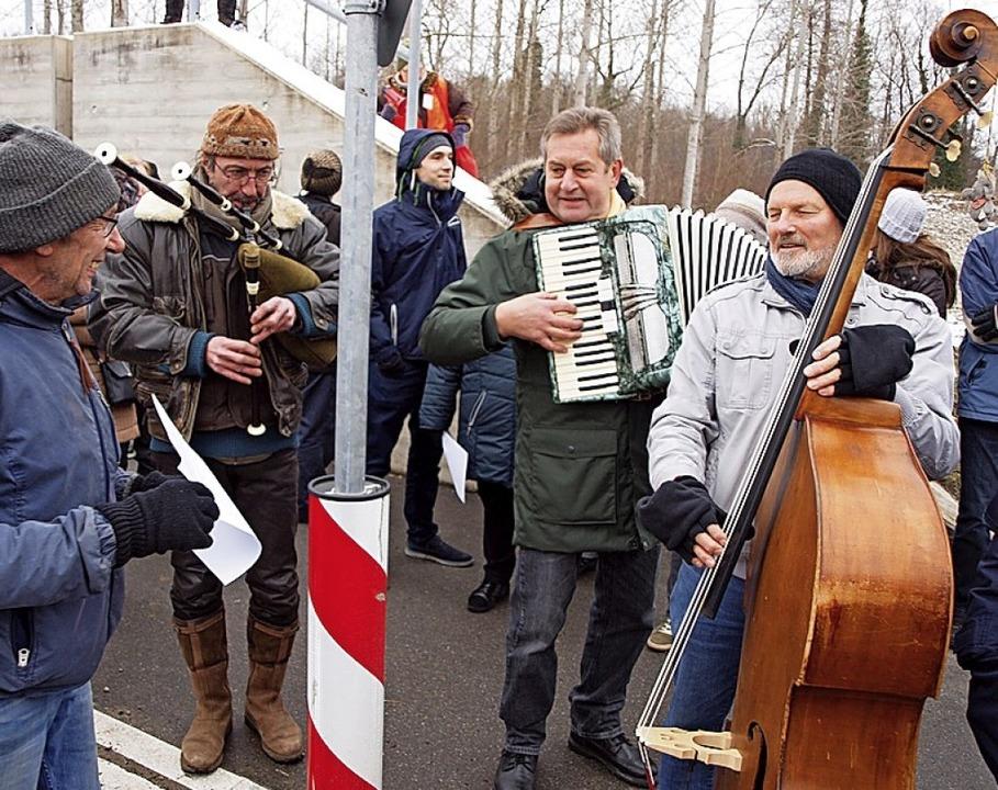 Kreativ-musikalischer Protest am Rhein  | Foto: Michael Haberer